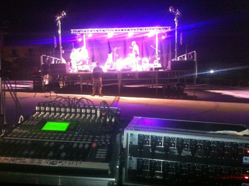 Fotografia durante il concerto, luci, audio, video.